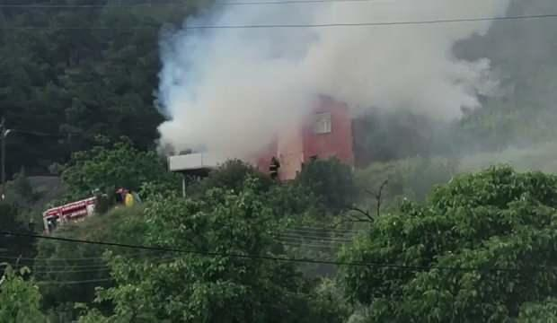 Karabük'te iki katlı ev yangında kül oldu