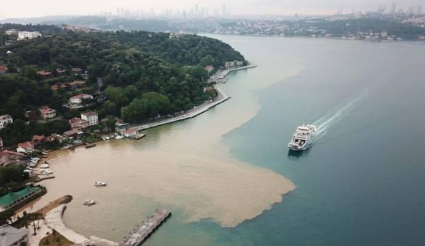 İstanbul'da şiddetli yağış: Yollar göle döndü