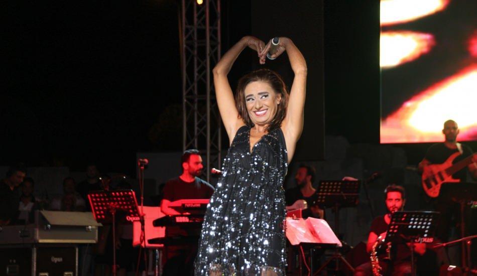 Ünlü şarkıcı Yıldız Tilbe'den Sezen Aksu'lu kedi paylaşımı