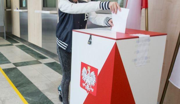 Polonya halkı sandık başında