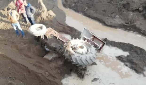 Tatvan'da sağanak yağış taşkınlara neden oldu