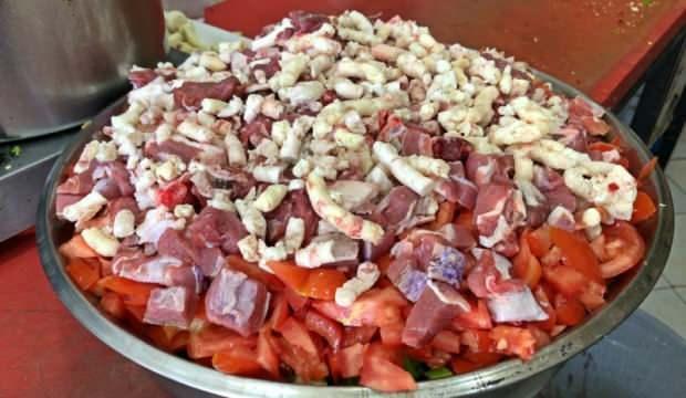 Besni teneke kebabı nasıl hazırlanır? Anadolu'nun eşsiz lezzeti besni teneke kebabı tarifi