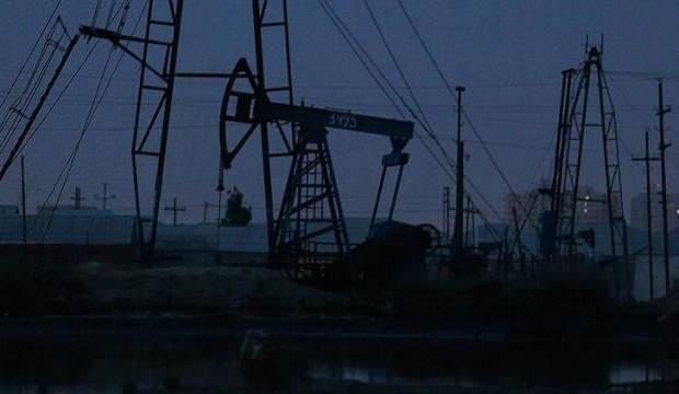 ABD stoklarında düşüşle petrol fiyatları yükseldi