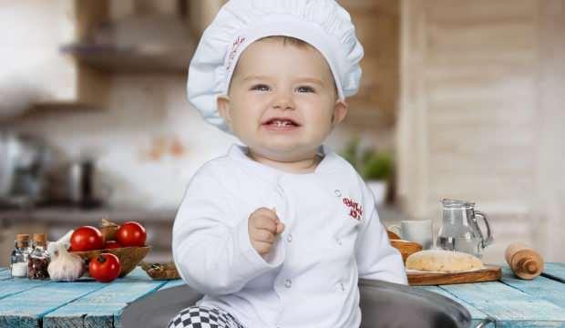 Bebeklere ek gıdaya başlarken neye dikkat edilmelidir? Ek gıdaya ne zaman ve nasıl başlanır?