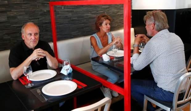 Belçika'da restoranlar müşterilerinden korona masrafı almaya başladı