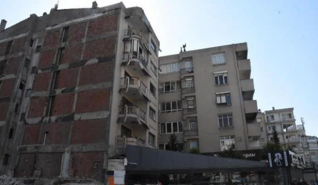 Eğik binalar tehlike saçıyor, ev sahiplerinden belediyeye tepki
