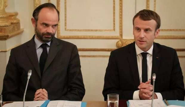 Fransa Başbakanı istifa etti! Yerine gelen yeni isim de belli oldu