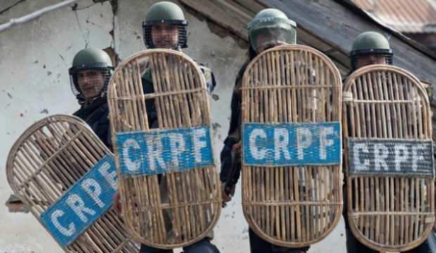 Hindistan'da pusuya düşürülen 8 polis öldürüldü