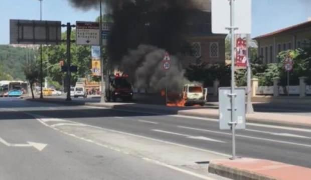 İstanbul'da hareketli dakikalar: Araç yandı, yol trafiğe kapatıldı