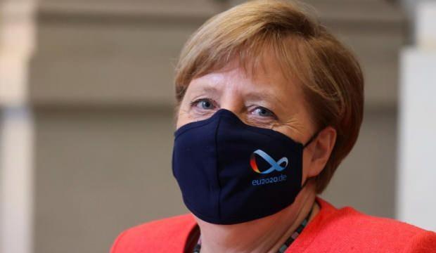 Merkel, eleştiriler üzerine maskeli ilk kez görüntülendi