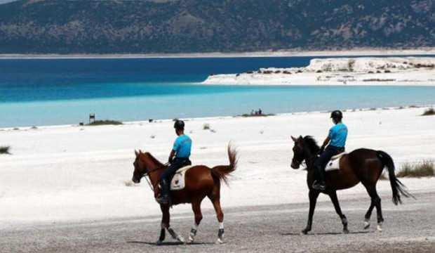 Salda Gölü atlı jandarmaya emanet