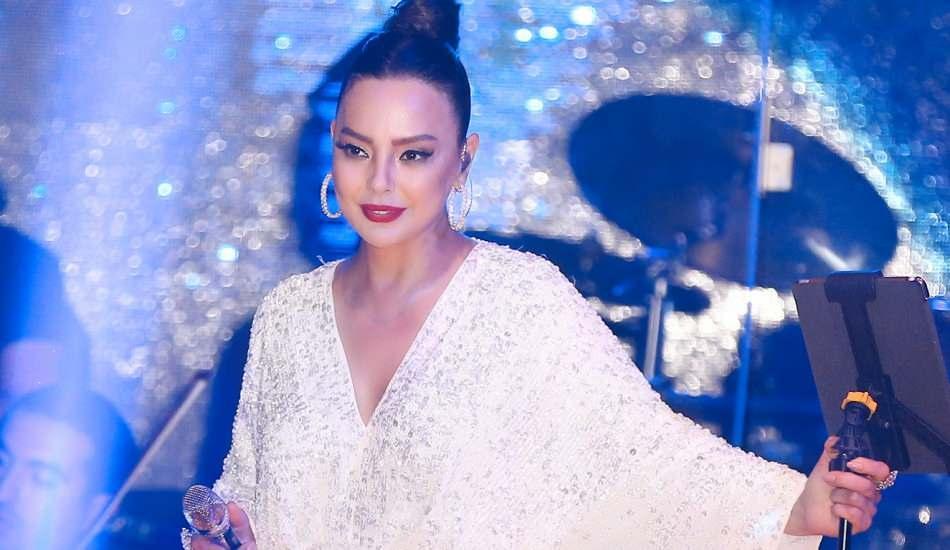 Şarkıcı Ebru Gündeş'ten 3 ay aranın ardından bir ilk!