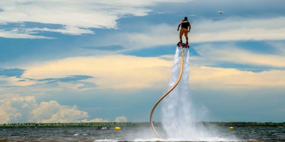 Tatilcilerin eğlencesi su sporları koronavirüse uygun hizmet veriyor