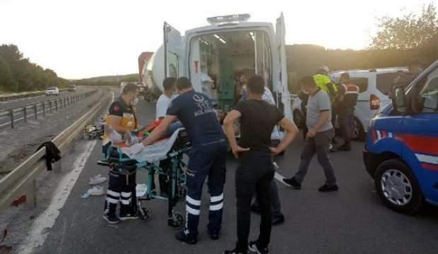 3 motosiklet, manevra yapan TIR'a vurmamak için birbiriyle çarpıştı: 4 yaralı