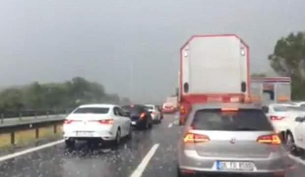 Bolu'da dolu yağışı ulaşımı aksattı