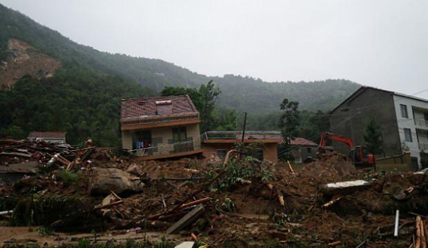 Çin'de toprak kayması: 9 kayıp