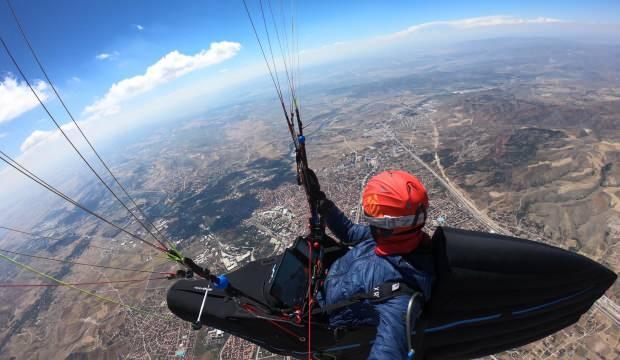 Çorum'dan Konya'ya paraşütle uçtu:  8 saat 15 dakika havada kaldı