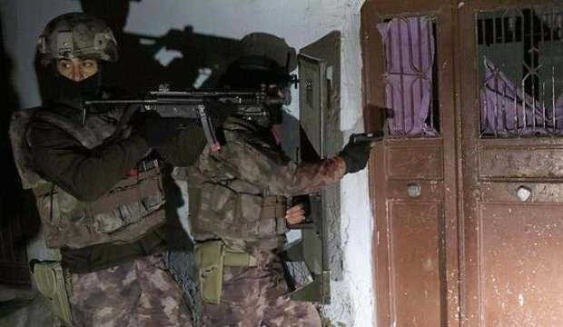 Son dakika: Interpol'ün aradığı 2 DEAŞ'lı Kilis'te yakalandı!