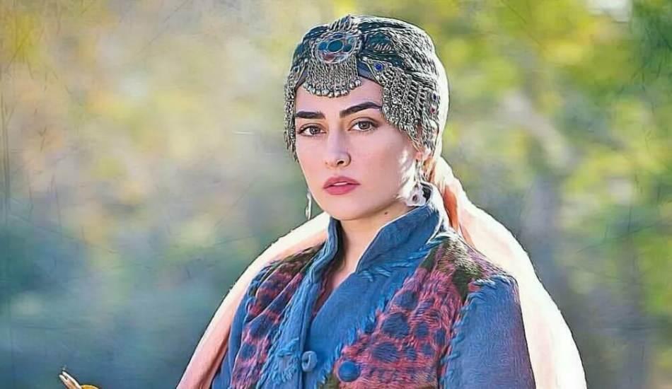 Diriliş Ertuğrul'un gözdesi Halime Sultan'ı oynayan Esra Bilgiç Pakistan'da reklam yüzü oldu
