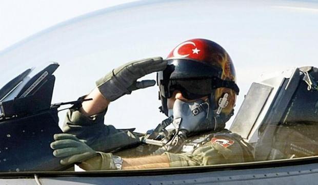 F-16 pilotlarına ilaçlı kumpas