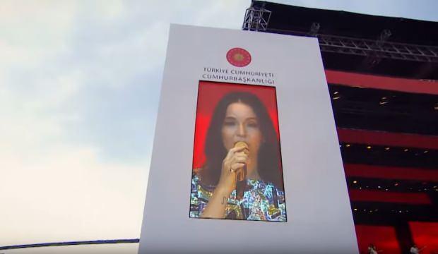 """""""İstanbul Yeditepe Konserleri""""nde Bengü ve Berkay izleyiciyle buluştu"""