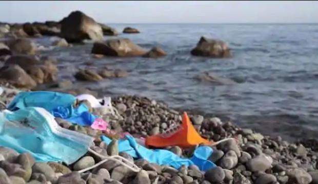 İsviçre nehirlerini kullanılmış maske ve eldivenler kirletiyor