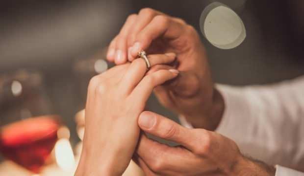 Rüyada nişanlandığını görmek neye işaret? Rüyada nişan elbisesi görmek hayırlı mıdır?