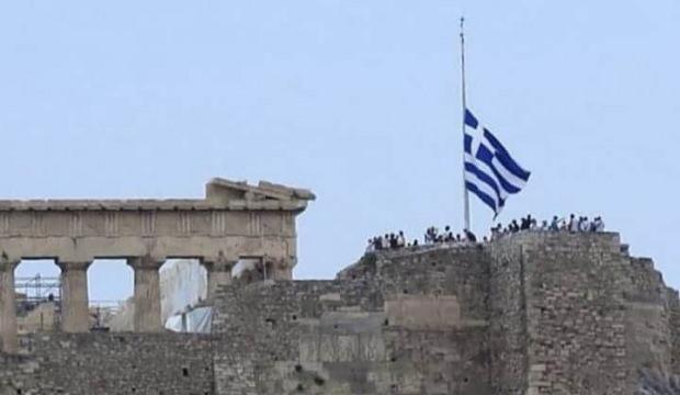 Yunanistan'da Ayasofya yası: Bayraklar yarıya indi - DÜNYA Haberleri