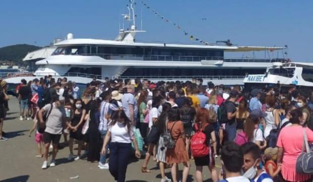 Büyükada'da şaşırtan kalabalık: Evlerine dönmek zorunda kaldılar