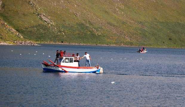 Ağrı ile Iğdır sınırında 2 bin 241 rakımlı Balık Gölü