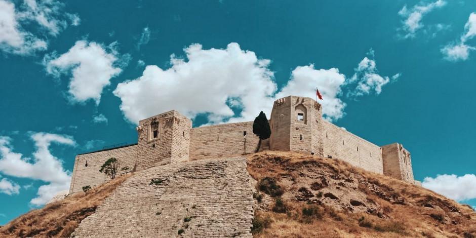 Gaziantep Kalesi'nin altında hiç görülmeyen tüneller keşfediliyor