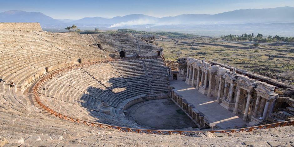 Hierapolis Antik Kenti Denizli'de gezilecek en güzel adreslerden