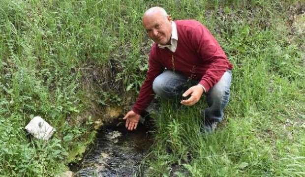 Bu köyün her tarafından yer altı suyu çıkıyor