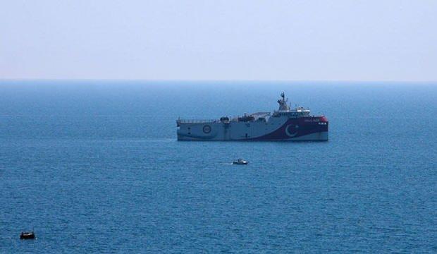 Oruç Reis'in açık denizde bekleyişi sürüyor