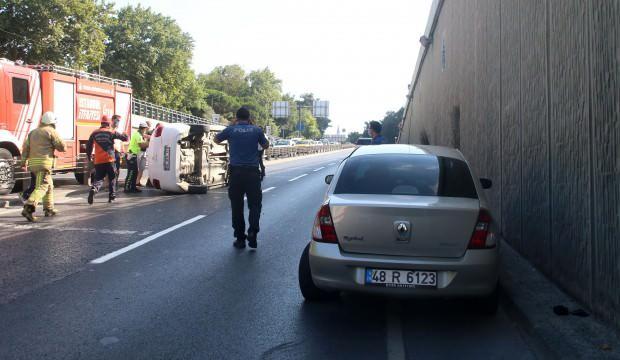 Otomobil arıza yapan araca çarptı: 3 yaralı