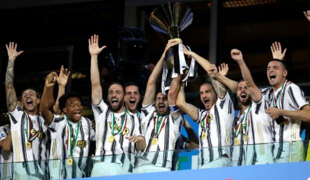 Şampiyon Juventus kupasına kavuştu
