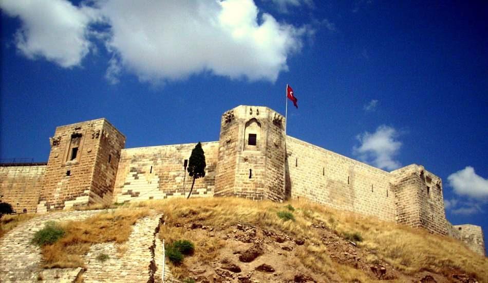 Tarihi Gaziantep Kalesi'nde tüneller ve su alanı keşfedildi!