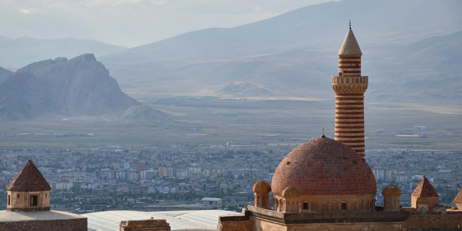 Tarihi İshak Paşa Sarayı'na bayramda ziyaretçi akını
