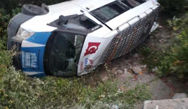 Yolcu minibüsü şarampole devrildi: 6 yaralı