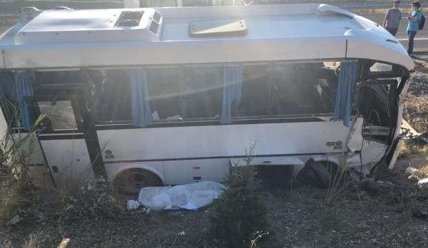 ASELSAN personelini taşıyan minibüs kaza yaptı: Ölü ve yaralılar var!