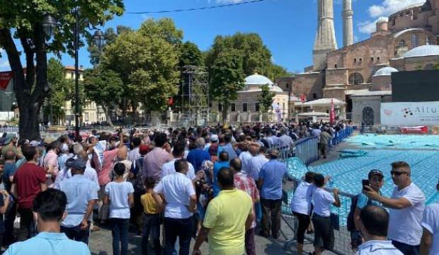 Ayasofya Camii'ne ziyaretçi akını devam ediyor