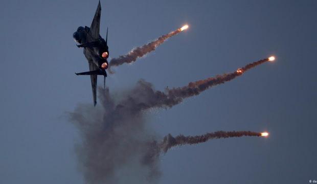İsrail jetleri rejim güçlerini vurdu