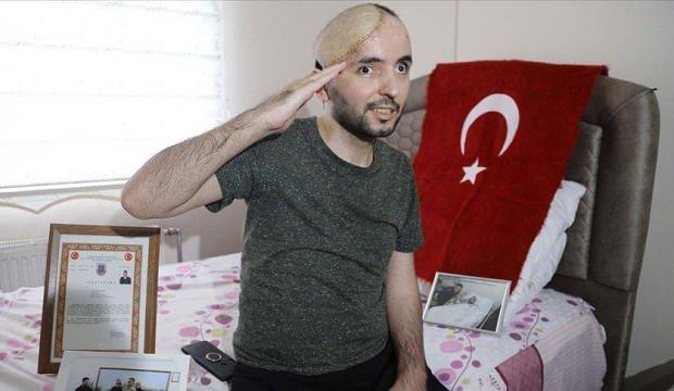Kafatasının yarısını, gözlerini kaybetse de vatan ve bayrak aşkını hiç kaybetmedi