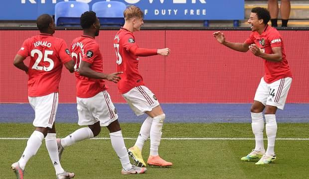Manchester United güle oynaya turladı