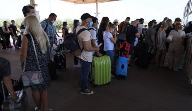 Antalya'ya iki günde 35 bin Rus turist geldi