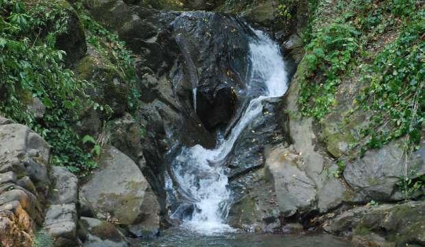 Kırlangıç Şelalesi'nde dikkat çeken kalp şeklindeki kaya