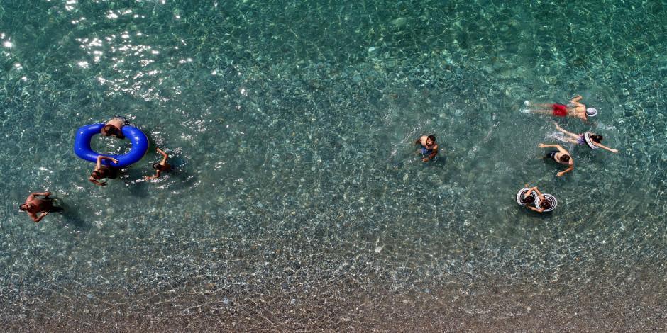 Van Gölü'nün mavi bayraklı plajı Akdeniz sahillerini aratmıyor