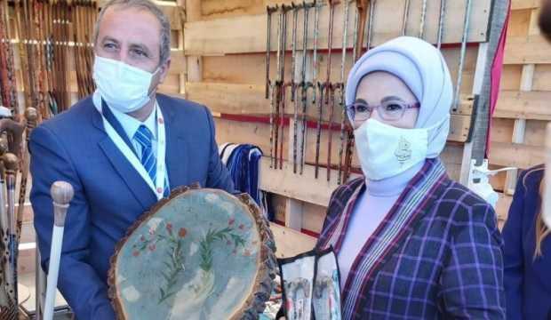 Emine Erdoğan'dan atık malzemelerden yapılan ürünlere ilgi