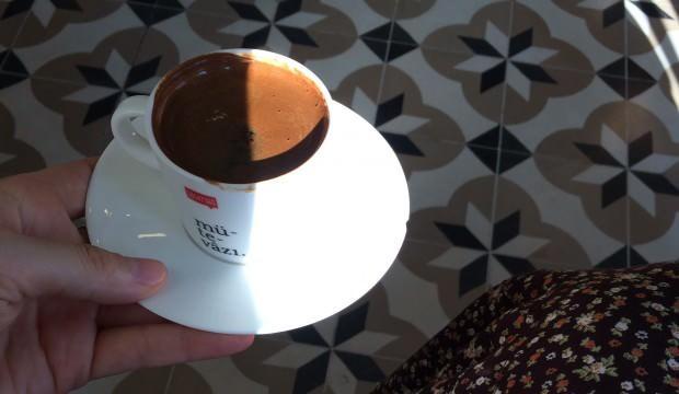 Türk kahvesi nasıl yapılır? Bol köpüklü Türk kahvesi pişirmenin püf noktaları...
