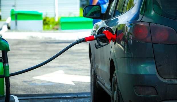 Araç sahipleri dikkat: Benzin fiyatlarına indirim geliyor